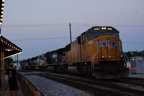 UNION PACIFIC EMD SD70M ON NORFOLK SOUTHERN TRAIN AT IRONDALE, AL