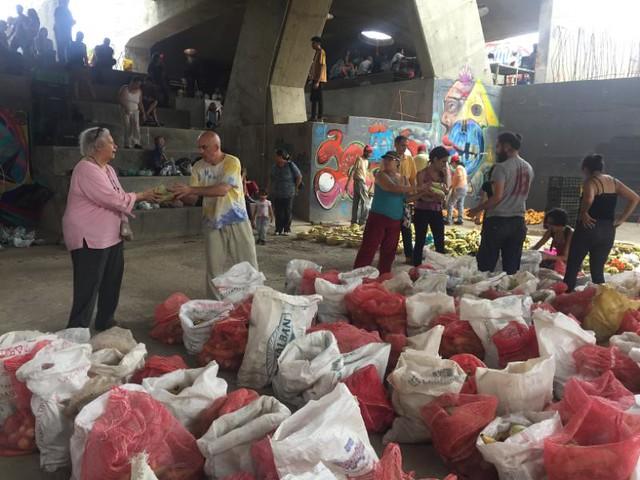 Venezuelanos apostam na economia solidária para superar o bloqueio