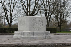 Courcelette Canadian Memorial - Photo of Le Sars
