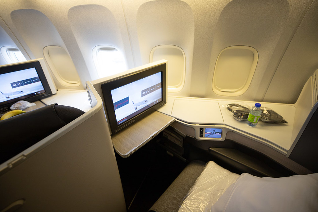 Single business class seat Air Canada 777 Review