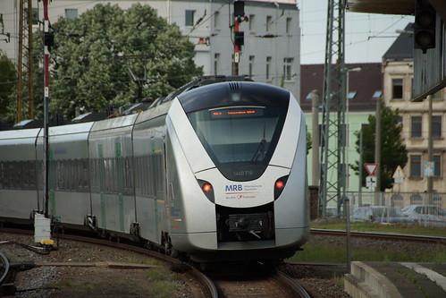 Triebzug der MRB bei der Ausfahrt in Zwickau Hbf
