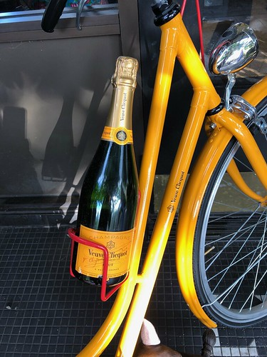 Left Bank in Menlo Park, my birthday month continues! Oysters! Veuve Clicquot!