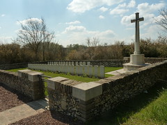Demuin British Cemetery - Photo of Cayeux-en-Santerre