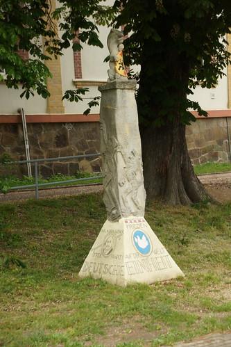 Denkmal entlang der Döllnitzbahn