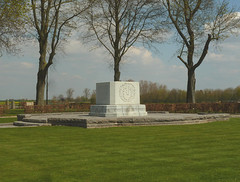 Le Quesnel Canadian Memorial - Photo of Cayeux-en-Santerre