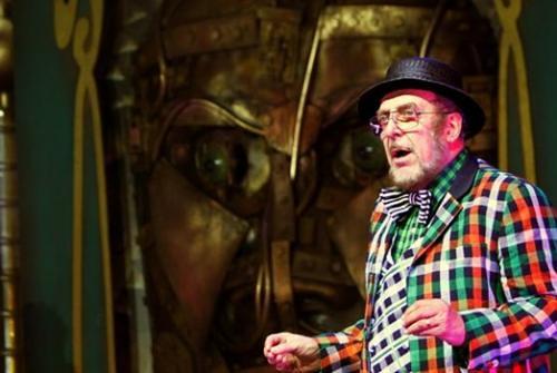 """2012 - Figurino """"O Mágico de Oz"""" por Fause Haten"""