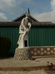 Pipers Memorial Longueval