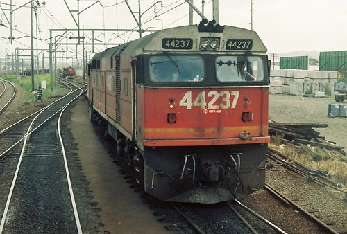 124-6A 1992-01-14 44237 44221 and 4477 at Broadmeadow