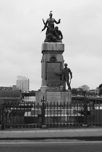1916 statue, Limerick