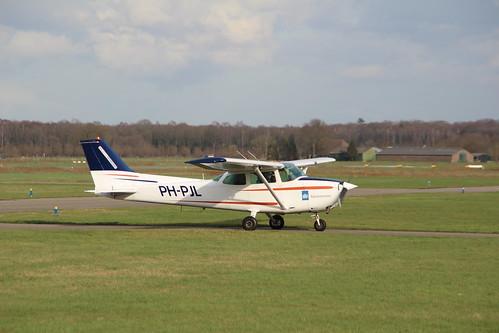 NL -- PH-PJL (1982) sky service nederland