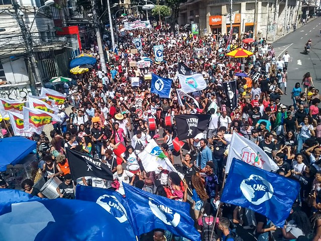 Protest held in the morning in Salvador, northeastern Brazil, againt the public education budget cuts announced by the far-right government - Créditos: Comunica