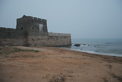 W Shanhaiguan, Lao Long Tou, Wielki Mur wchodzi do morza
