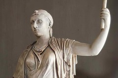Cleopatra_VII,_marble,_Vatican_Museums,_Pius-Clementine_Museum 1200X800