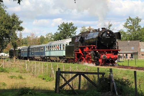 2018-09-01; 0163. VSM 23 071 met trein 55. Molenallee, Loenen. Terug naar Toen.