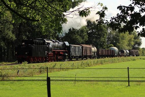 2018-09-01; 0150. VSM 44 1593-1 met trein 772. Molenallee, Loenen. Terug naar Toen.