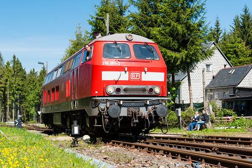 218 381 rangiert im Bahnhof Rennsteig