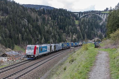 185 665 kombiverkehr en 186 440 Lokomotion. St. Jodok am Brenner