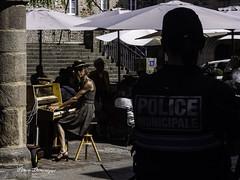 pianiste sous haute surveillance