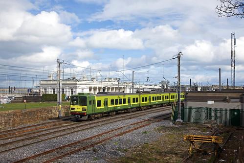 2 x DART treinstel 8500 Howth - Greystones  - Dun Laoghaire