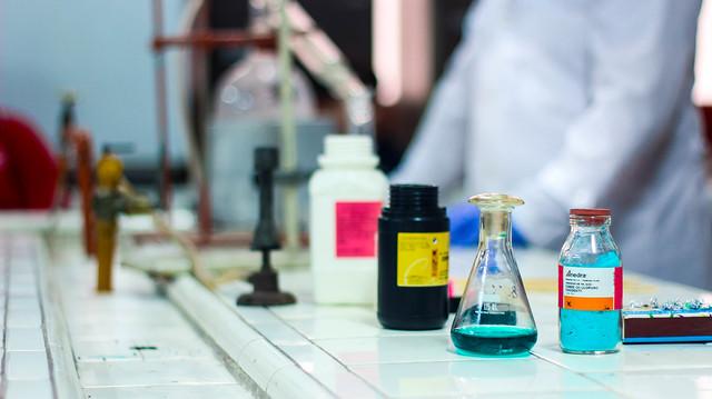 Visita al Laboratorio de Química (UNT) | JUN 2019