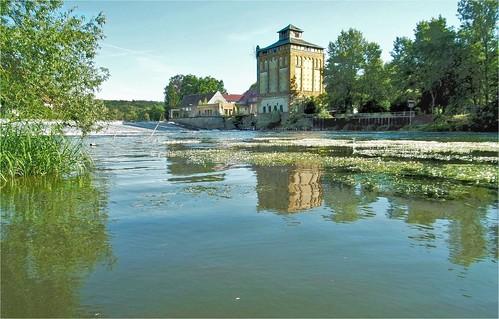 Frühsommer: Alte Mühle am Saalewehr