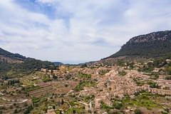 Luftbild vom spanischen Dorf Valldemossa auf Mallorca