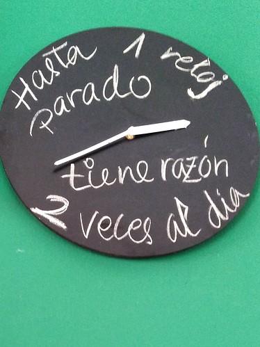 Hasta un reloj parado tiene razón dos veces al día