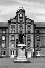 Le pavillon central et son créateur - Photo of Lavaqueresse