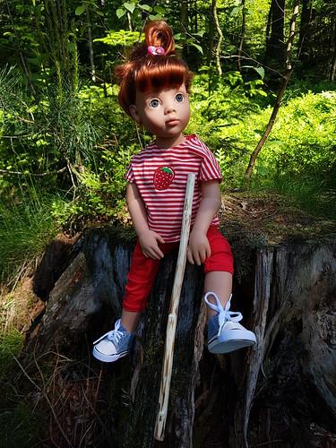 Clara macht Pause im Wald