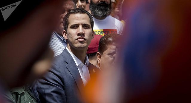 Fracasso do golpe acentua racha da oposição a Maduro