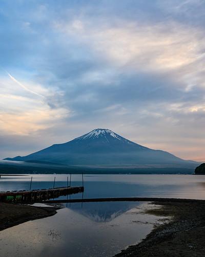 Sunset view of Mt. Fuji at Lake Yamanaka