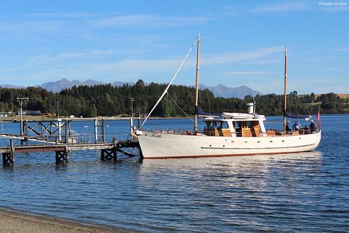 Le Faith à quai au bord du lac Te Anau