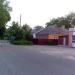 Магазин и остановка рядом