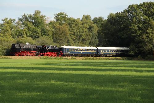 2018-09-01; 0250. SSN 65 018 en VSM 64 415 met trein 60. Harderwijkerweg, Laag-Soeren. Terug naar Toen.