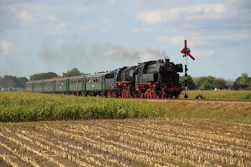 2018-09-01; 0228. SSN 65 018 EN VSM 50 0073-2 met trein 41. Ruggeweg, Lieren. Terug naar Toen.