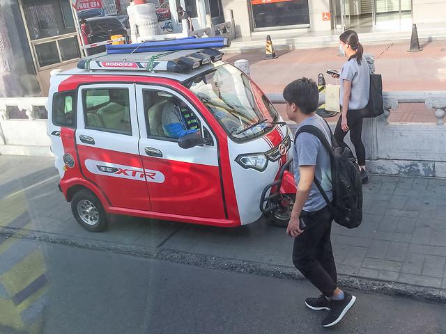Beijing - Driving on the sidewalk-2428