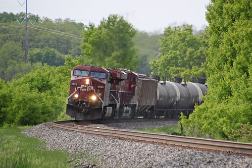 CP 9829 rounds the Salisbury Road curve with the 1st 580