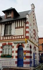 Cabourg - La Poste - Photo of Grangues