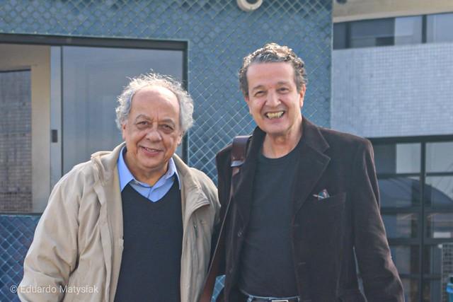 Trajano e Kfouri em frente à sede da PF em Curitiba - Créditos: Eduardo Matysiak