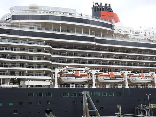 Queen Elizabeth cruise ship amidship