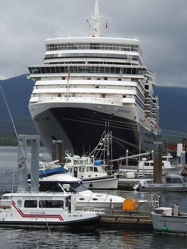 Queen Elizabeth cruise ship prow