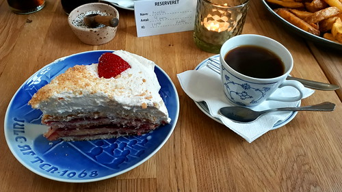 Coffee and cake at the station in Vrads
