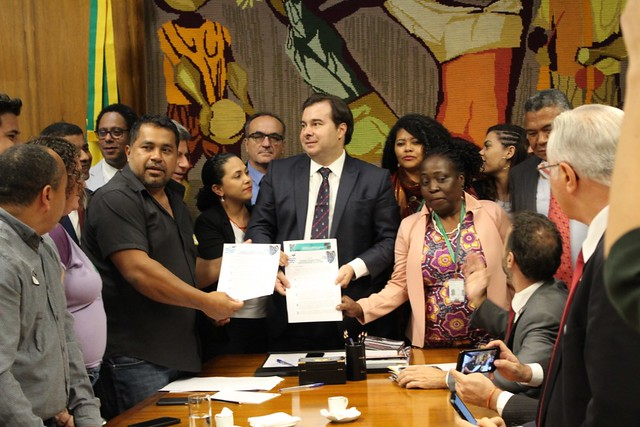 """Movimentos e organizações do campo entregam """"Carta da Terra"""" a Rodrigo Maia na Câmara"""