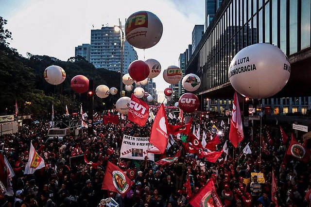 The central trade unions will carry out protests this Friday in a general strike in the principle cities of the country - Créditos: Mídia Ninja