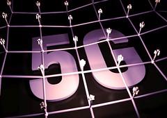 5G Netzwerk - violett