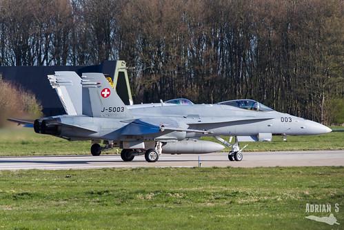 J-5003 F-18C Hornet   EHLW/LWR   01.04.2019