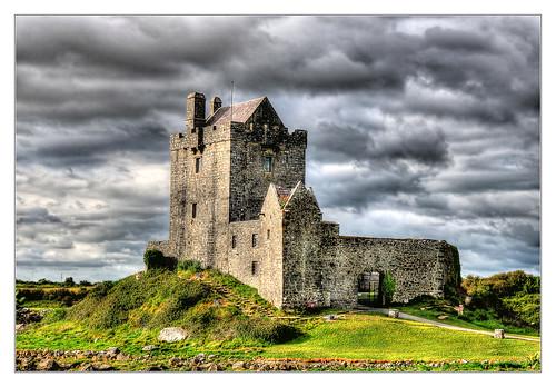 Kinvara IR - Dunguaire Castle 01