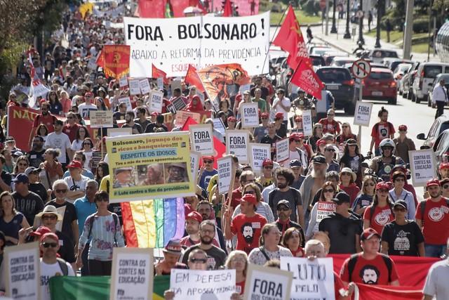 Grevistas tomaram as ruas da região central de Curitiba (PR) - Créditos: Giorgia Prates