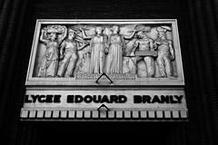 12 - Nogent-sur-Marne -Rue Bauyn de Perreuse - Lycée Edouard Branly, Façade, Détail, Bas-relief au-dessus de la porte