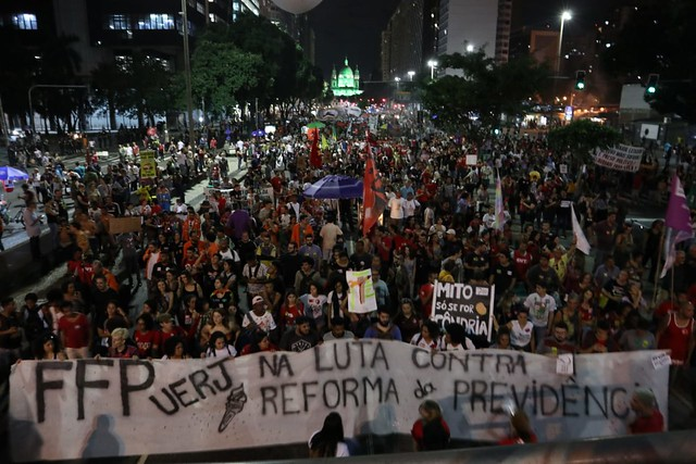 In Rio, the police attacked a demonstration of over one hundred thousand people. - Créditos: Clívia Mesquista